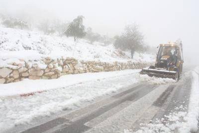 Image result for كهرباء الخليل في الثلج