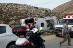 بالصور...مصرع مجندة وإصابة العشرات بانقلاب حافلة شرق رام الله