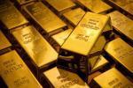 الذهب يغلق منخفضا لكنه ينهي أفضل أسبوع منذ 4 سنوات