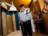 إسرائيل تحتفل بوصول المخطوطة العراقية من التوراة لتل أبيب