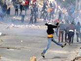 بالفيديو .. مواجهات عقب قمع الإحتلال مسيرة لنصرة الأقصى في الخليل