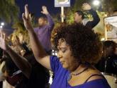 بالصور.. مدن أمريكية تشتعل بعد تبرئة ضابط قتل شابًا أسودًا