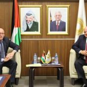 محافظ سلطة النقد يلتقي بنائب المنسق الخاص لعملية السلام في الشرق الأوسط