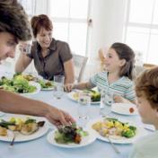 تناول العشاء قبل 9 مساء يحمي من سرطاني الثدي والبروستاتا
