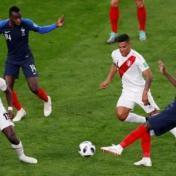 فرنسا تتأهل وتنهي حلم البيرو