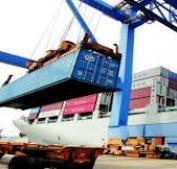 """""""الإحصاء"""": ارتفاع الصادرات وانخفاض الواردات خلال الشهر الماضي"""