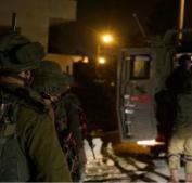 """الاحتلال يعتقل 19 مواطنا ويزعم العثور على سلاح """"كارلو"""""""
