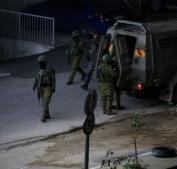 الاحتلال يحاصر بناية سكنية في حي عين مصباح بمدينة رام الله