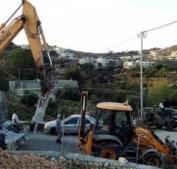"""الاحتلال يستولي على """"باجر"""" في بلدة السموع"""