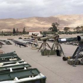 فيديو  مسلحو القلمون الشرقي يسلمون الجيش السوري ترسانة ضخمة من الأسلحة