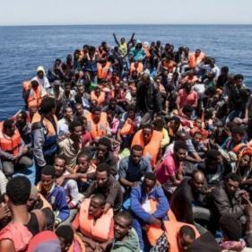 مصرع مهاجرين قبالة السواحل الليبية