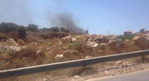 بالصور.. شبان يحرقون برج عسكري قرب عابود غرب رام الله