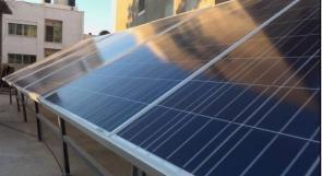 """خاص لـ""""وطن"""": بالفيديو.. غزة: ألواح الطاقة الشمسية ملاذ المواطنين لتوليد الكهرباء"""