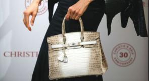 """حقيبة يد نسائية مستعملة """"أغلى من منزل في بريطانيا"""""""