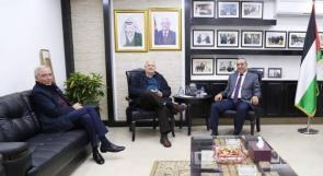 حسين الشيخ يبحث مع حنا ناصر الاستعداد للانتخابات النيابية