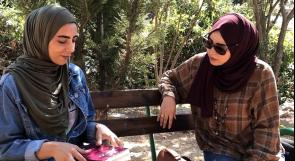 """بدأت الكتابة بعمر 17 عاما.. روان فراشة فلسطينية تطلق """"زهرة الجاردينيا"""" و""""مجازاً"""""""