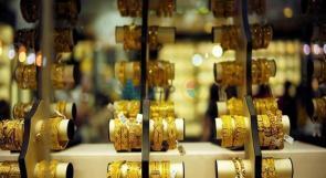 الذهب يحوم فوق 1800 دولار بفعل مخاوف الفيروس وهبوط الدولار