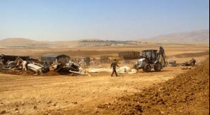 الاحتلال يهدم خيمة ويستولي على معدات زراعية في مسافر يطا
