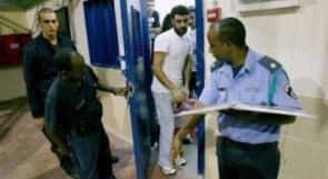 اعتقال ضابط اسرائيلي هرب هواتف للأسرى