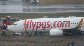 تحطم طائرة في اسطنبول خرجت عن مسارها عقب هبوطها حيث انشطرت لنصفين