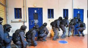 """قوات القمع تقتحم قسم 4 في سجن """"ريمون"""""""