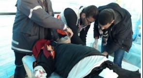 """إصابة مسعف بالرصاص """"المطاطي"""" خلال مواجهات مع الاحتلال في أبو ديس"""