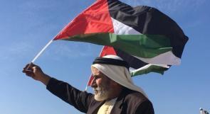 فلسطيني خلال مشاركته في مسيرة النبي صالح