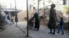 عشرات الأسر تنزح من مخيم اليرموك إلى البلدات المجاورة
