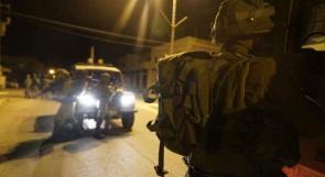 الاحتلال يعتقل شاباً من الخليل بزعم اقتحام موقعاً عسكرياً
