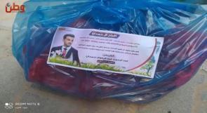 في غزة.. عريس يوزع طرودا غذائية للفقراء بتكاليف زواجه