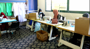 في غزة... ذوو إعاقة ينتجون الكمامات ويوزعونها على المواطنين مجانا