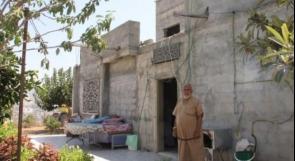 """أم الفحم : عائلة """"إغبارية"""" تخلي منزلها المهدد بالهدم"""