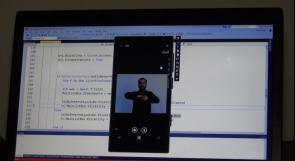"""خاص لـ""""وطن"""": الأول عالميًا..""""Hope"""" تطبيق من إنتاج غزّة يحول النصوص والصوت إلى لغة الإشارة"""