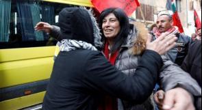 بدون تهمة أو محاكمة: إسرائيل تُطلق سراح النائب خالدة جرار بعد ما يقارب العامين من الإعتقال الإداري