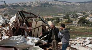 الاحتلال يهدم غرفة زراعية ويجرف أرضاً غرب الخليل