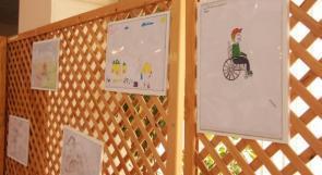 """خاص لـ""""وطن"""": بالفيديو.. الخليل: رسومات فنية بأنامل أطفال من ذوي الإعاقة"""
