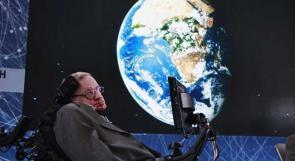 رماد عالم الفيزياء ستيفن هوكينغ سيدفن بجوار قبر نيوتن في بريطانيا