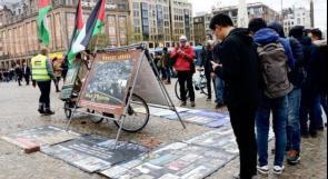ناشط هولندي يتظاهر بمفرده ضد إسرائيل منذ أعوام
