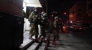 قوات الاحتلال تعتقل 5 مواطنين في البيرة