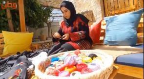 في الخليل.. كمامات بطابع فلسطيني لتشجيع المواطنين على ارتدائها