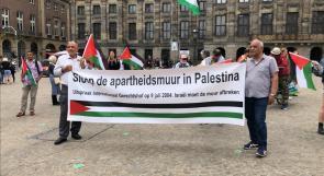 الهولنديون يتظاهرون رفضا لاقامة الاحتلال جدار الفصل العنصري في الاراضي الفلسطينية