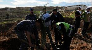 حملة لزراعة الأشجار في البيرة احتفالا بيوم الأرض