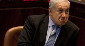 بالفيديو ... صحافي اسرائيلي ينجح بتهريب مسدس وتوجيهه الى نتنياهو داخل الكنيست