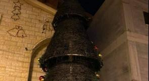 للمرة الثانية.. جناة مجهولون يحرقون شجرة عيد الميلاد في سخنين