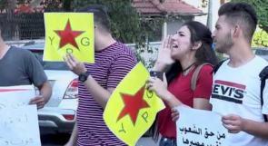 فلسطينيون غاضبون في رام الله يهتفون ضد العدوان التركي على سوريا