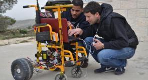 """خاص لـ""""وطن"""" بالفيديو .. بيت لحم :  اختراع قيد التطيبق، كرسي متحرك ببصمة الصوت"""
