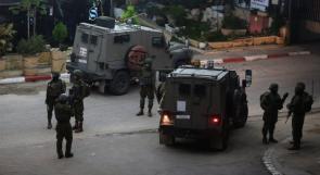 الاحتلال يحاصر رام الله والبيرة والمستوطنون يعتدون على منازل المواطنين ومركباتهم