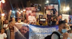 مسيرة مشاعل في عكا تضامنا مع معتقلي الهبة الشعبية