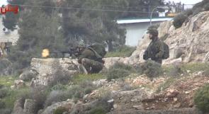 فيديو|  مواجهات مع جنود الاحتلال عند المدخل الشمالي لمدينة البيرة