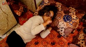 مرض وراثي ينتزع بسمة الطفلة فجر وعائلتها تناشد المسؤولين لعلاجها